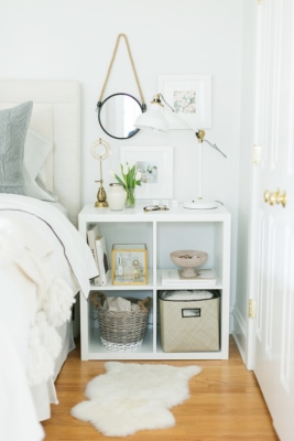 ikea-expedit-shelf-nightstand-styling (theeverygirl.com)
