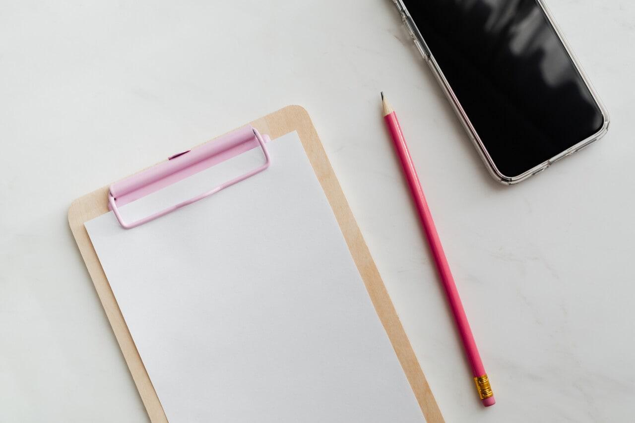 podkładka, ołówek itelefon
